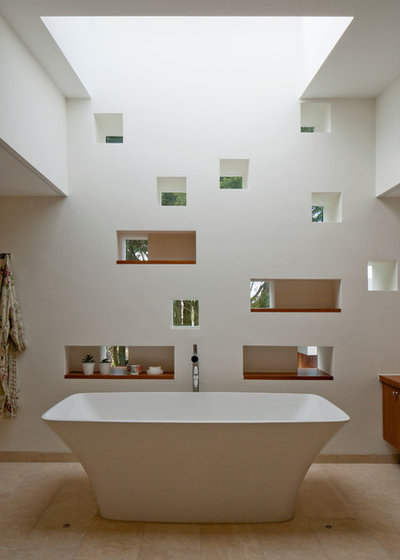 Contemporary Bathroom by Hudson Architects
