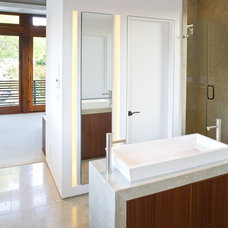 modern bathroom by Architects Magnus