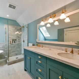 На фото: ванная комната в классическом стиле с фасадами в стиле шейкер, бирюзовыми фасадами, ванной на ножках, угловым душем, серой плиткой, синими стенами, врезной раковиной, белым полом, душем с распашными дверями и белой столешницей