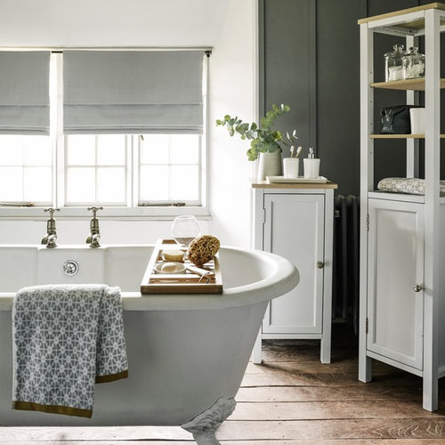 Inspiration For A Rustic Bathroom In London.