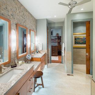 Inspiration för ett funkis en-suite badrum, med släta luckor, skåp i mellenmörkt trä, flerfärgad kakel, mosaik, blå väggar, klinkergolv i porslin, ett undermonterad handfat och granitbänkskiva
