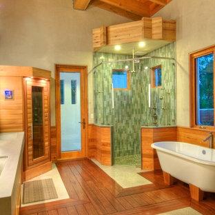 Idéer för att renovera ett stort lantligt en-suite badrum, med möbel-liknande, skåp i mellenmörkt trä, ett fristående badkar, en hörndusch, en toalettstol med hel cisternkåpa, grön kakel, keramikplattor, betonggolv, ett integrerad handfat och bänkskiva i betong