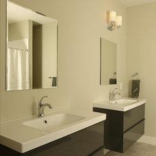 Modern Bathroom by JR McDowell Homes