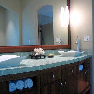 Foto di una stanza da bagno etnica con top turchese