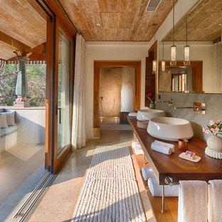 Inspiration pour une grande salle de bain asiatique avec un espace douche bain, un mur bleu, un sol bleu, aucune cabine et un plan de toilette bleu.