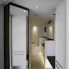 Contemporary Bathroom by red interiors pty ltd
