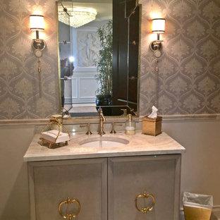 Пример оригинального дизайна: огромная ванная комната в стиле современная классика с фасадами островного типа, бежевыми фасадами, ванной на ножках, душем в нише, унитазом-моноблоком, бежевой плиткой, фиолетовыми стенами, полом из травертина, душевой кабиной, монолитной раковиной, мраморной столешницей, бежевым полом и открытым душем