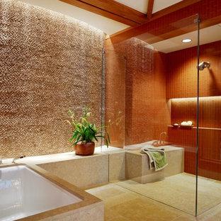 Ejemplo de cuarto de baño principal, exótico, con bañera encastrada sin remate, baldosas y/o azulejos beige, baldosas y/o azulejos naranja, paredes beige y suelo beige