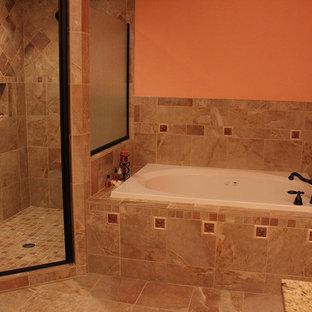 ワシントンD.C.のおしゃれなマスターバスルーム (ドロップイン型浴槽、コーナー設置型シャワー、オレンジの壁、セラミックタイルの床) の写真