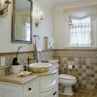 Ispirazione per una stanza da bagno minimal con piastrelle a mosaico e lavabo a bacinella