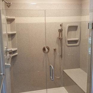 Immagine di una stanza da bagno padronale minimalista di medie dimensioni con doccia ad angolo, piastrelle beige, top in onice, pavimento bianco e porta doccia a battente
