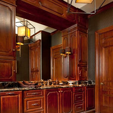 Traditional Bathroom by Dallas Design Group, Interiors