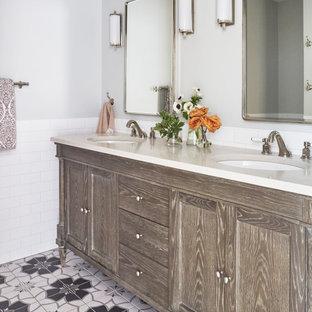 Ispirazione per una stanza da bagno classica con ante con riquadro incassato, ante in legno scuro, piastrelle bianche, pareti grigie, lavabo sottopiano, pavimento multicolore, top grigio, due lavabi e mobile bagno incassato