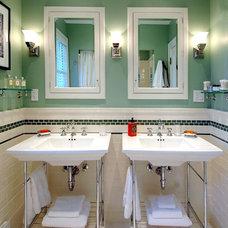 Traditional Bathroom by Sutherland Custom Builders (Sutherland Homes)