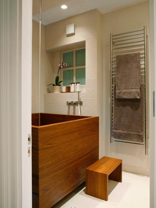 Small trendy beige tile japanese bathtub photo in London