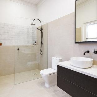 Esempio di una stanza da bagno con doccia minimalista di medie dimensioni con ante a filo, ante nere, doccia aperta, piastrelle di cemento, lavabo a bacinella, top in acciaio inossidabile e top bianco