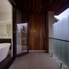 Contemporary  by Rebecca Naughtin Architect