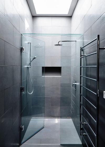 Modern Bathroom by Adie Courtney Architect