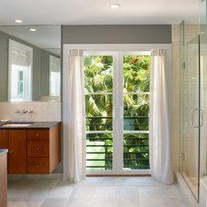 Contemporary Bathroom by d+e=design+environment