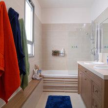 Contemporary Bathroom By Nurit Geffen Ng Interior