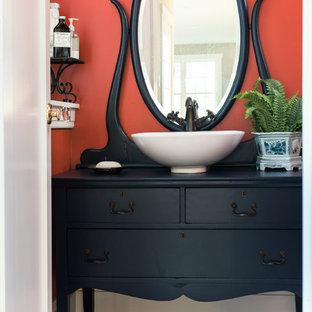 Foto di una stanza da bagno per bambini boho chic di medie dimensioni con consolle stile comò, ante blu, doccia alcova, piastrelle arancioni, pareti arancioni, pavimento in cementine, lavabo a bacinella, pavimento multicolore e doccia con tenda