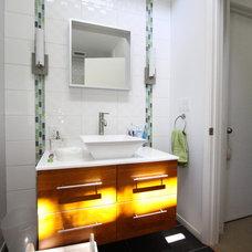 Contemporary Bathroom by Nunley Custom Homes