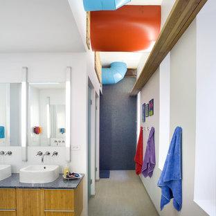 На фото: детская ванная комната в современном стиле с настольной раковиной и синей столешницей с