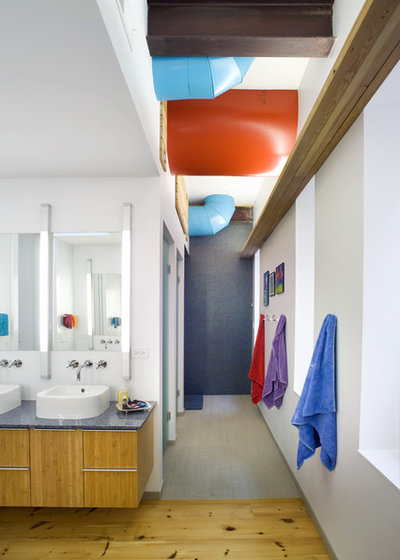 Contemporary Bathroom by Sullivan, Goulette & Wilson Ltd. Architects