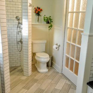 Idée de décoration pour une salle de bain principale craftsman de taille moyenne avec un lavabo encastré, un placard à porte affleurante, des portes de placard blanches, un plan de toilette en granite, une baignoire encastrée, une douche d'angle, un WC séparé, un carrelage beige, un carrelage en pâte de verre, un mur vert et un sol en calcaire.