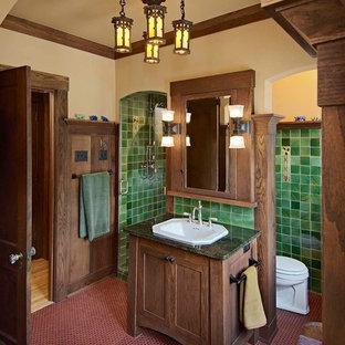 На фото: ванные комнаты в стиле кантри с накладной раковиной, темными деревянными фасадами, зеленой плиткой, фасадами в стиле шейкер, красным полом и зеленой столешницей