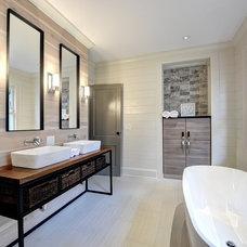 Modern Bathroom by West Architecture Studio