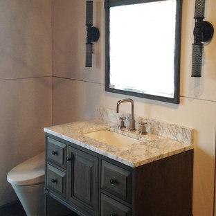 Bild på ett litet vintage badrum med dusch, med luckor med infälld panel, skåp i mörkt trä, en toalettstol med hel cisternkåpa, grå väggar och marmorbänkskiva
