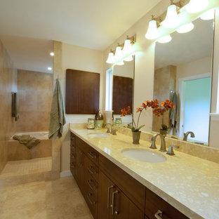 Esempio di una grande stanza da bagno padronale tropicale con ante lisce, ante in legno bruno, pareti beige, vasca da incasso, pavimento con piastrelle in ceramica, lavabo sottopiano, top in granito e pavimento beige