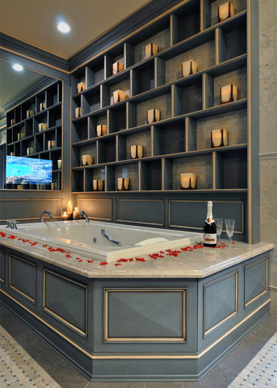 Classique Salle de Bain by Kitchen Designs by Ken Kelly, Inc. (CKD, CBD, CR)