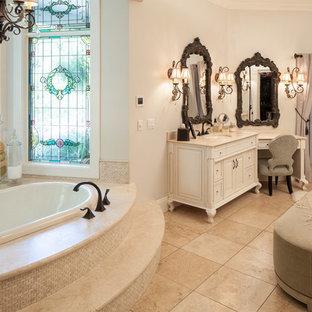 Diseño de cuarto de baño principal, rústico, de tamaño medio, con armarios tipo vitrina, puertas de armario beige, suelo de madera en tonos medios, bañera encastrada, ducha empotrada, baldosas y/o azulejos beige, baldosas y/o azulejos de porcelana, paredes negras, lavabo bajoencimera y encimera de vidrio