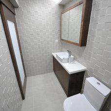 Modern Bathroom by POCA DESIGN