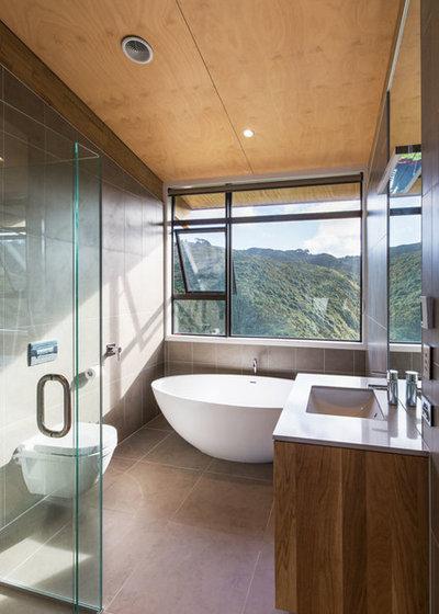 Contemporary Bathroom by Tse:Wallace Architects Ltd