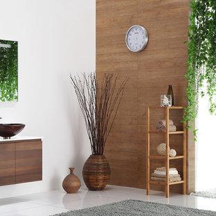 Foto de cuarto de baño contemporáneo, grande, con lavabo sobreencimera, puertas de armario de madera oscura, encimera de mármol, baldosas y/o azulejos marrones, paredes blancas y suelo de mármol
