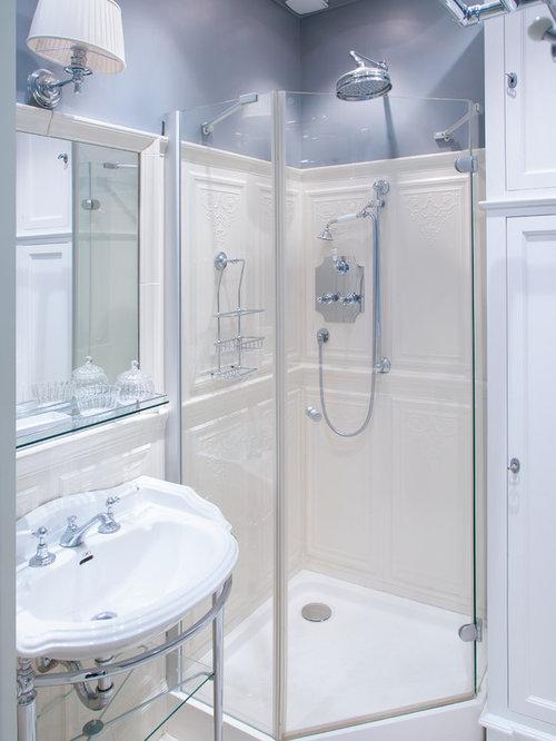 Mid sized traditional bathroom design ideas remodels photos for Mid size bathroom ideas