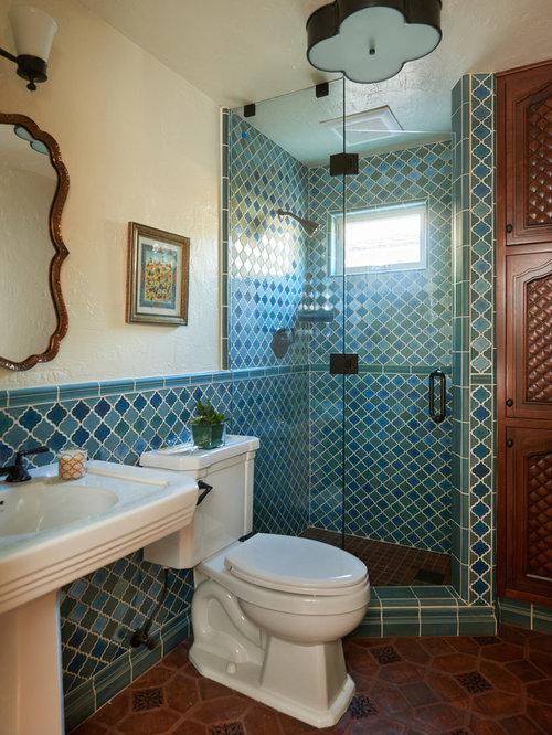 Bagno con piastrelle blu e pareti gialle foto idee for Piastrelle linoleum bagno