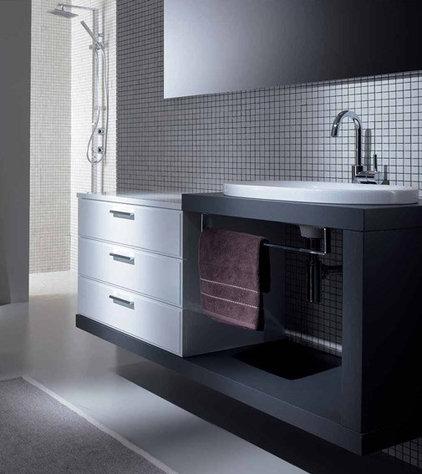 Modern Bathroom by ladimoradesign.com