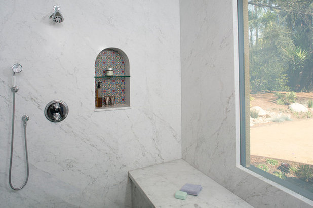 Beach Style Bathroom by Kiyohara Moffitt