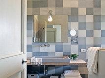 10 consigli dei pro per arredare al meglio un bagno piccolo
