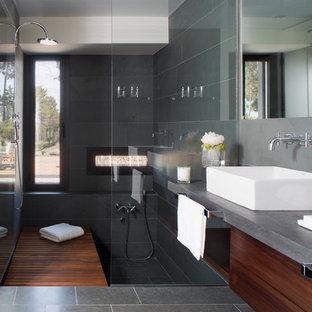 Idee per una grande stanza da bagno con doccia contemporanea con ante lisce, ante in legno scuro, doccia alcova, piastrelle grigie, piastrelle in ceramica, pareti grigie, pavimento con piastrelle in ceramica, lavabo a bacinella e top in cemento