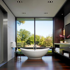 modern bathroom by Jessica Lagrange