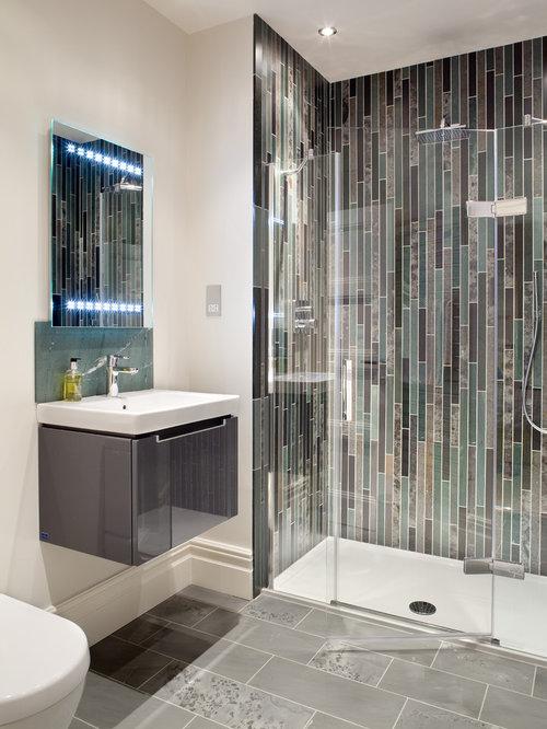 Bathroom design ideas renovations photos with glass tiles for Glass mosaic tile bathroom ideas