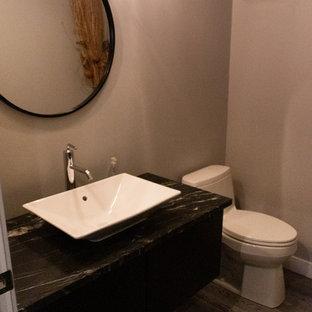 На фото: большая ванная комната в стиле лофт с фасадами в стиле шейкер, черными фасадами, унитазом-моноблоком, оранжевой плиткой, бежевыми стенами, душевой кабиной, настольной раковиной, столешницей из ламината, черным полом и бежевой столешницей