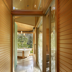 modern bathroom by FINNE Architects