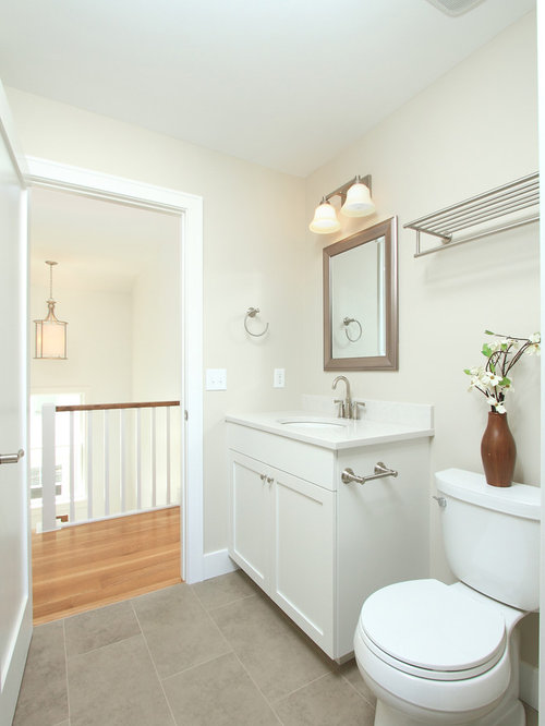 Simple bathroom houzz for Simple toilet design