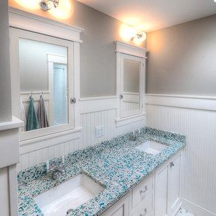 Esempio di una stanza da bagno stile marino con top alla veneziana e piastrelle bianche